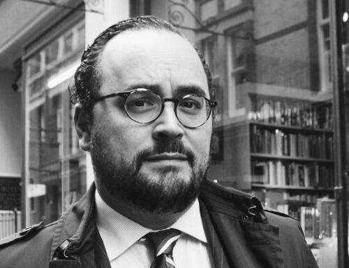 En Escritura y diferencia, con Antonio J. Rodríguez